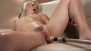 Short haired comme �a Helena Locke rides a making out machine
