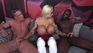 Cougar slut deals two monster dicks regarding a wild threesome