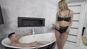 Tori Dakota greets a bloke in the bath, coupled with they are fast to bone
