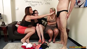 Amateur guy enjoys object his Hawkshaw pleasured by Adele Roseate and friends